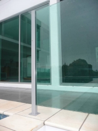Semi-frameless aluminium pool fence